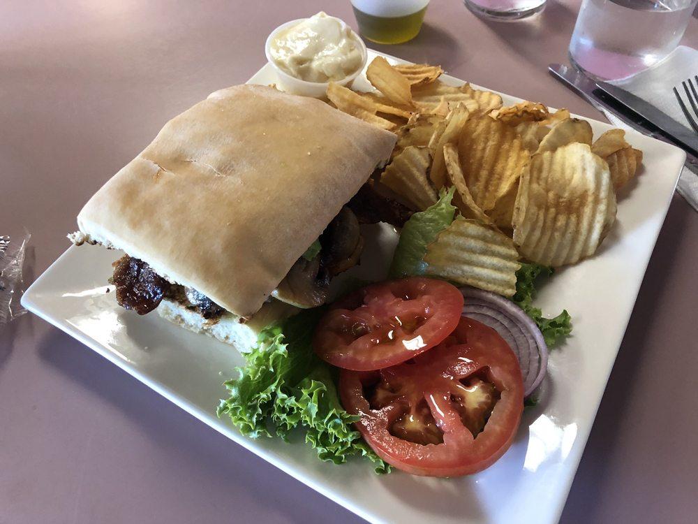 Captain Jack's Stronghold Restaurant: 45650 State Hwy 139, Tulelake, CA