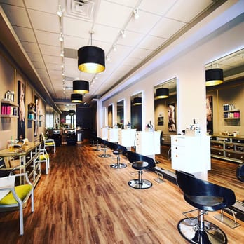 Absolutely fabulous hairdressers 1108 lee st des for Absolutely fabulous beauty salon