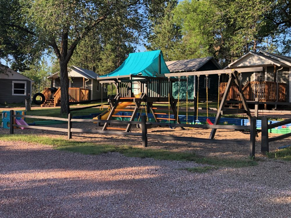 Hidden Lake Campground and Resort: 27291 Evans St, Hot Springs, SD