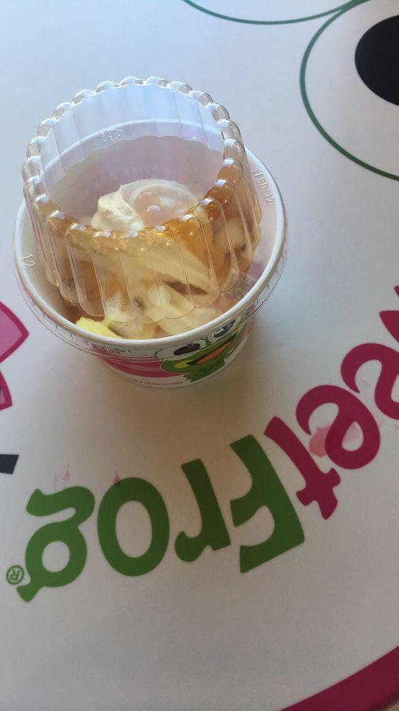 Sweet Frog Premium Frozen Yogurt: 20955 Davenport Dr, Sterling, VA