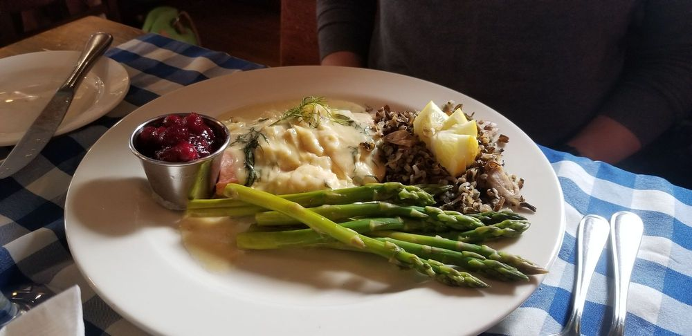 Harbor View Cafe: 314 1st St, Pepin, WI