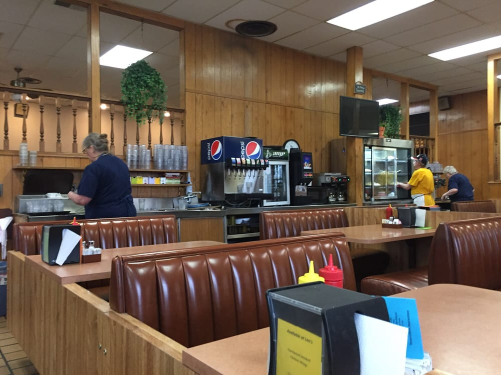 Leo's Good Food: 602 N Main St, Redfield, SD