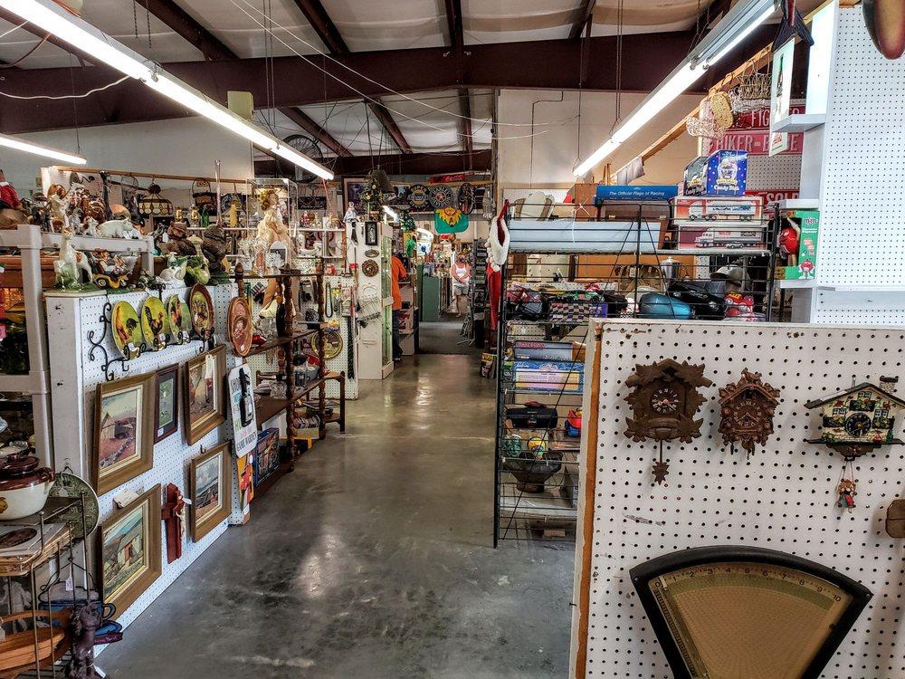 Old Fort Antique Mall: 2028 E Lee Hwy, Wytheville, VA