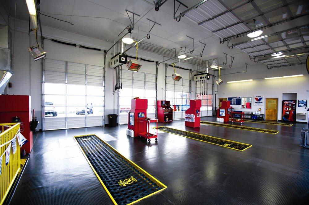 Express Oil Change & Tire Engineers: 182 W Main St, Hendersonville, TN