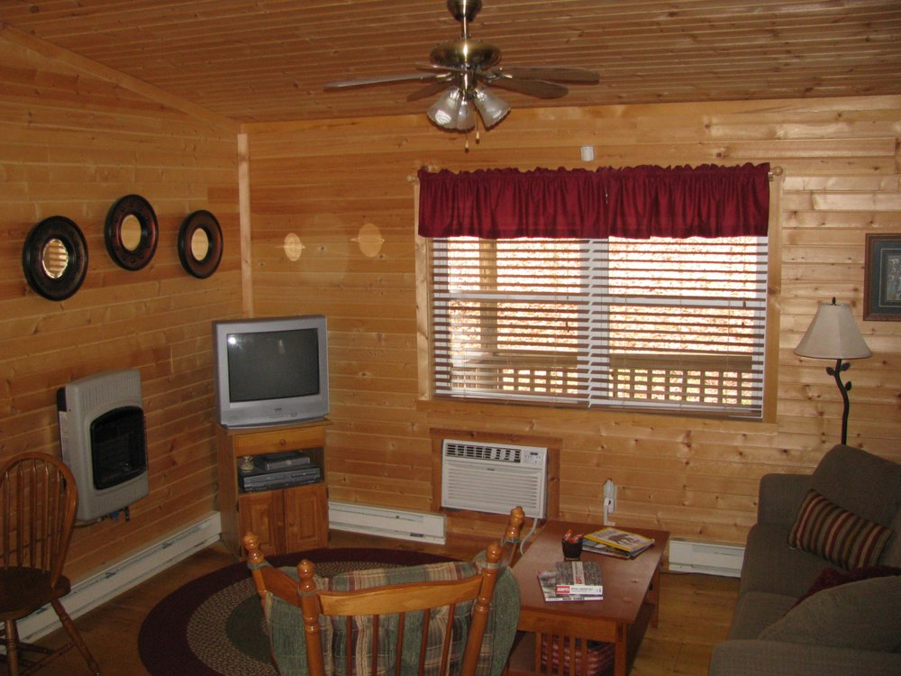 Lake Hill Cabins: Athens, OH
