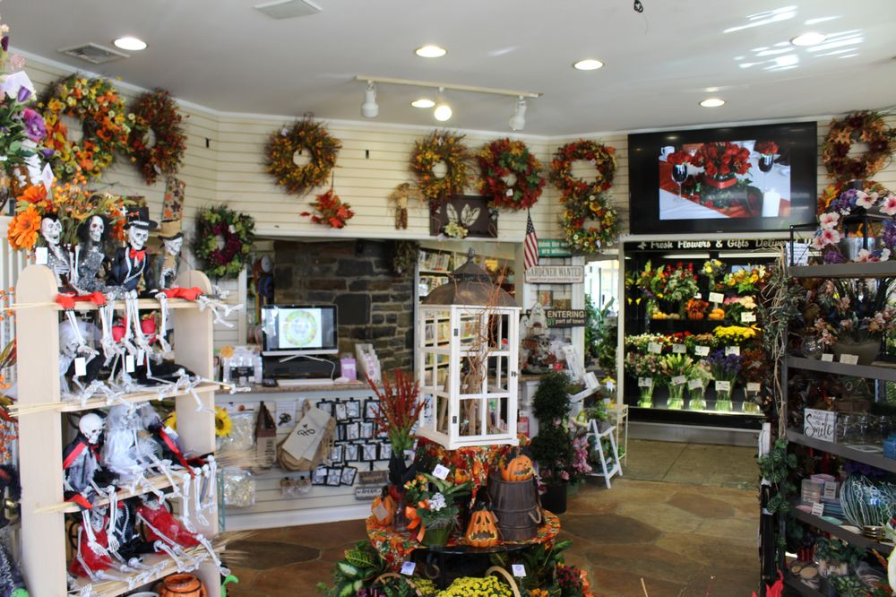 Plaza Flowers: 417 Egypt Rd, Norristown, PA
