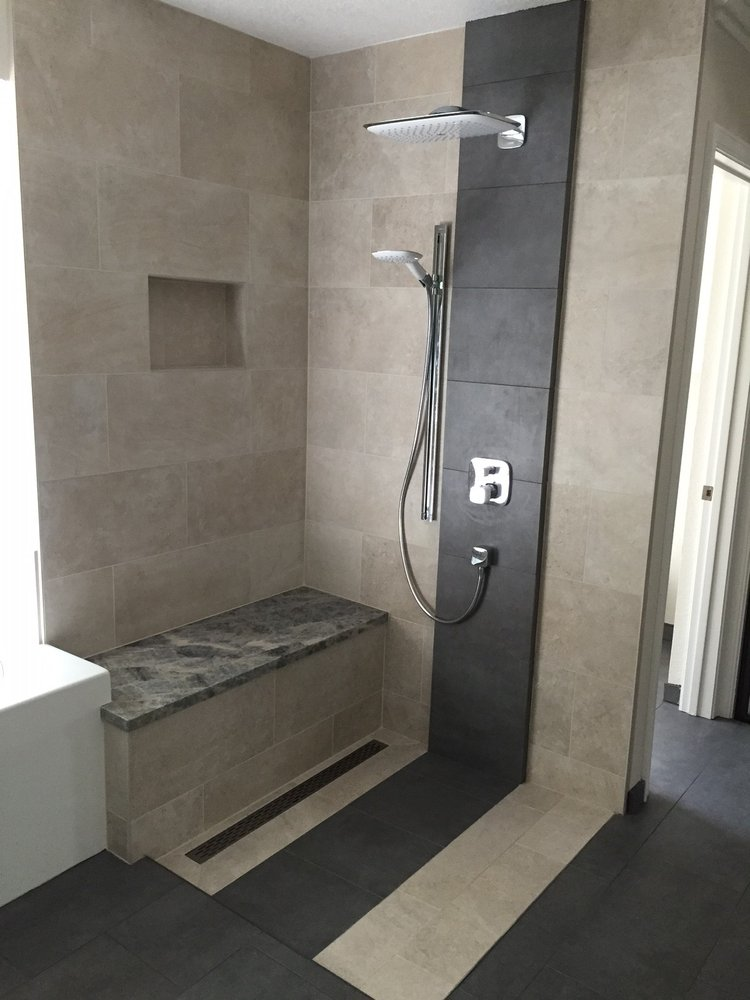 Shower without glass no curb and linear drain yelp for Josse carrelage