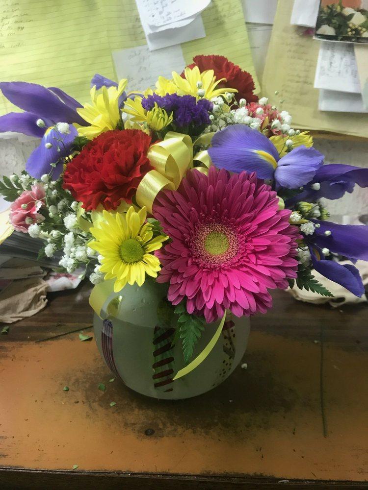 Robbins Village Florist: 232 Jefferson St, Greenfield, OH