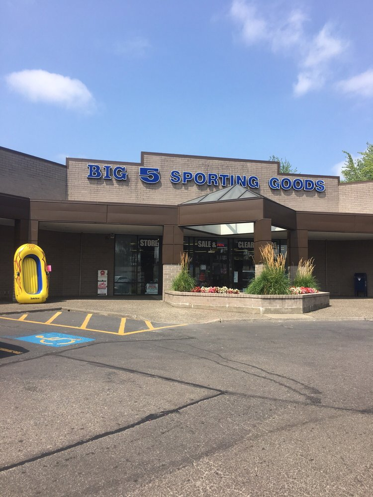Big 5 Sporting Goods: 11705 SW Pacific Hwy, Portland, OR