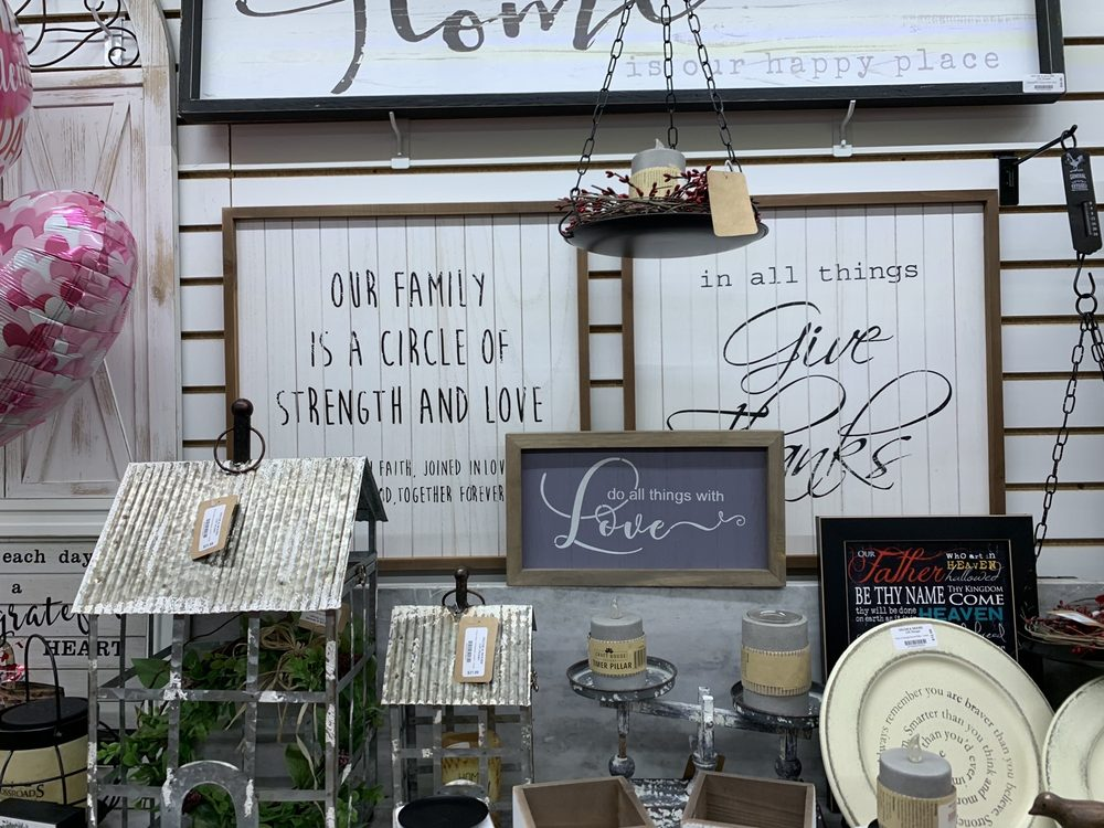 Decor & Moore Gift Shoppe: 109 W Main St, Van Wert, OH