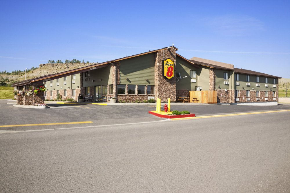Super 8 by Wyndham Columbus: Interstate 90 Exit 408, Columbus, MT