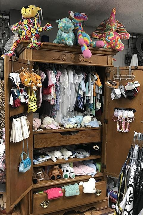 Darbe & Co Boutique: 200 N Main St, Charles City, IA