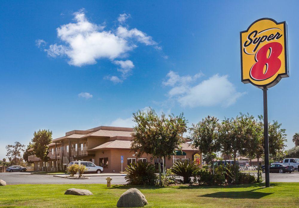 Super 8 by Wyndham Lindsay Olive Tree: 390 North Hwy 65, Lindsay, CA