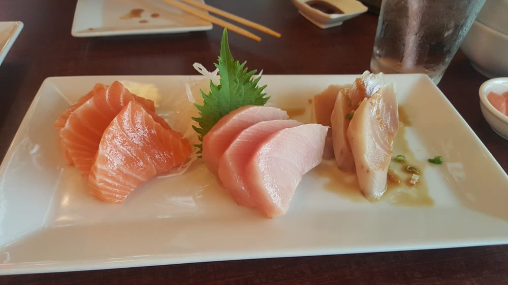 yellowtail sashimi and mango puree - 1000×562