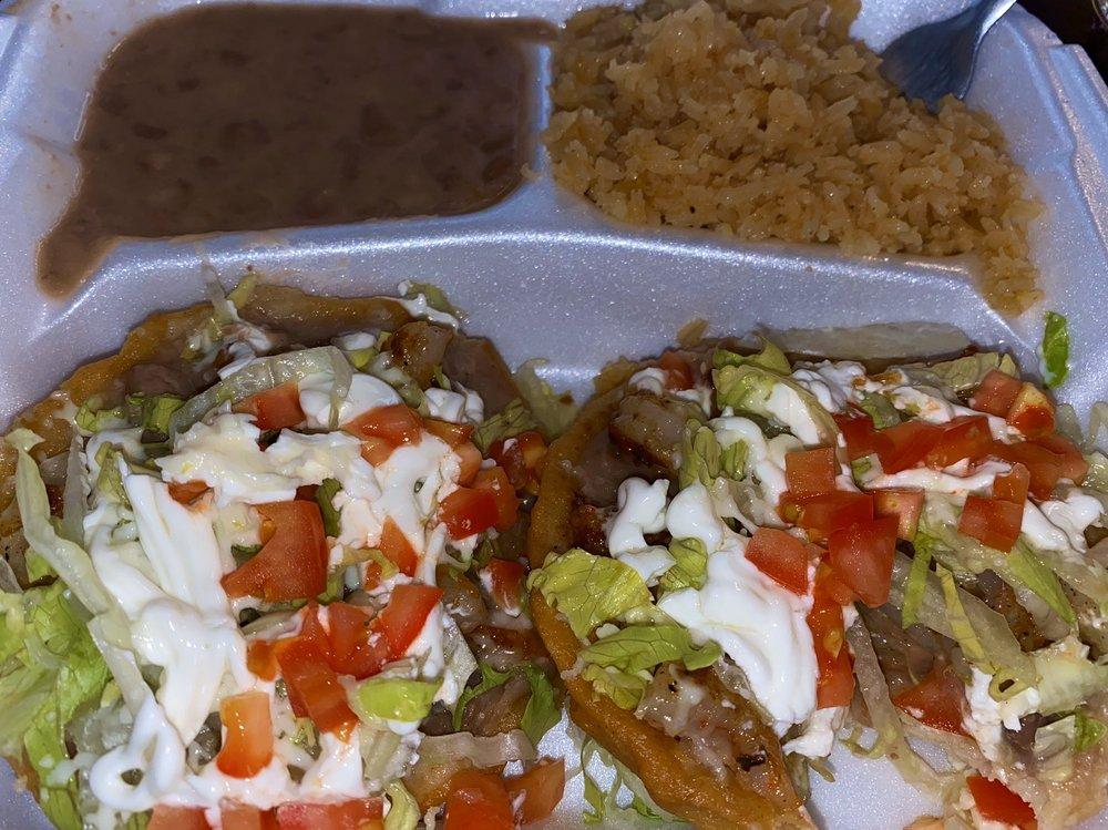 Restaurante la Carreta: 829 Skyline Blvd, Avenal, CA