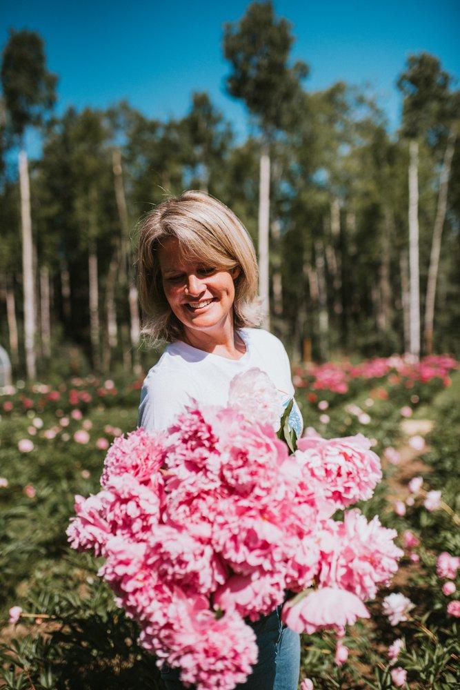 Alaska Blooms Peony Farm: 1000 Satisfied Dr, Wasilla, AK