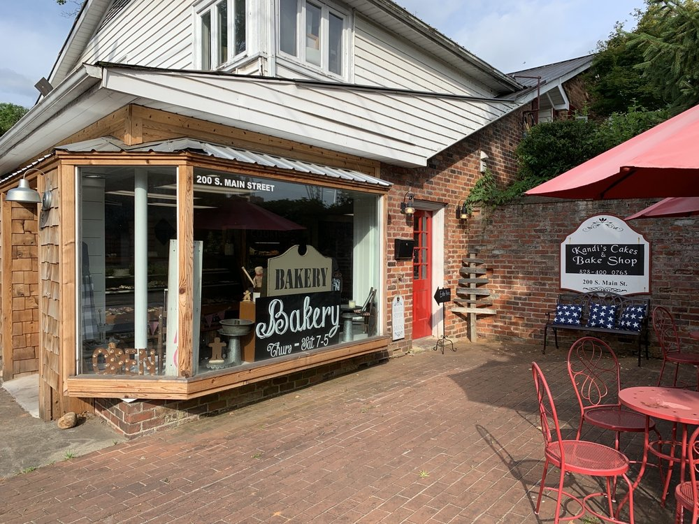 Kandi's Cakes & Bake Shop: 200 S Main St, Waynesville, NC