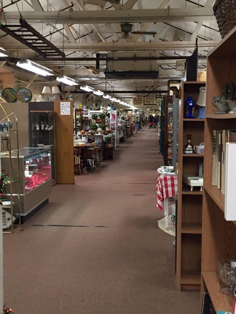 Emmitsburg Antique Mall: 1 Chesapeake Ave, Emmitsburg, MD