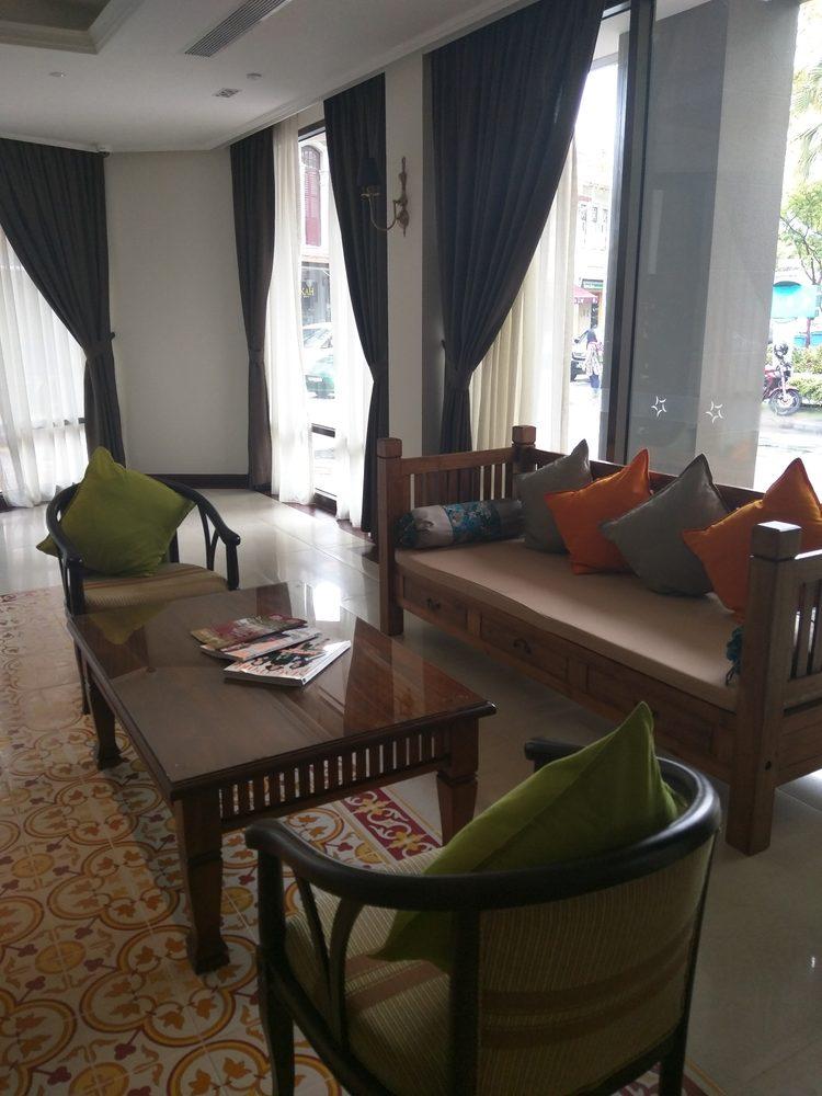 Aqueen Hotel