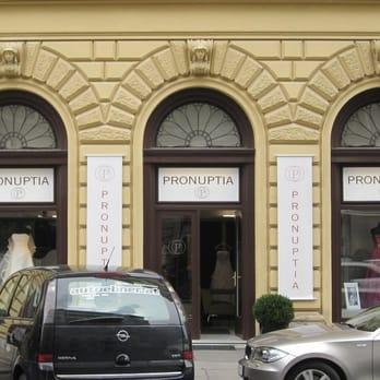 Pronuptia Geschlossen Brautmode Hochzeitsdeko
