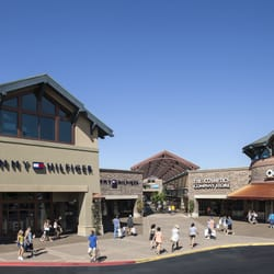 nearest coach outlet bcv0  Photo of Woodburn Premium Outlets
