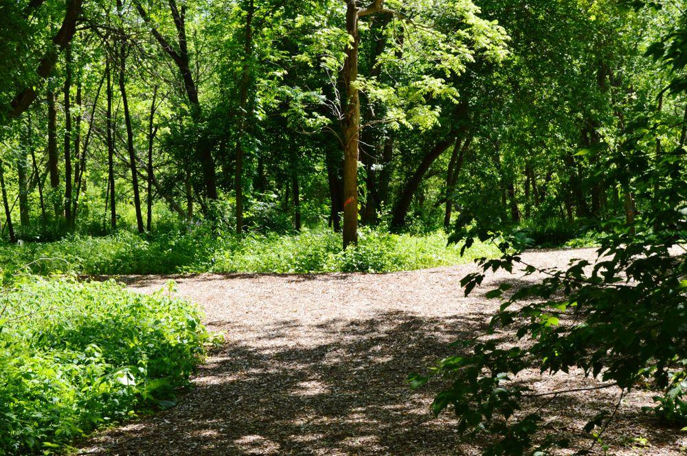 Colonial Park: 2300 W High St, Racine, WI