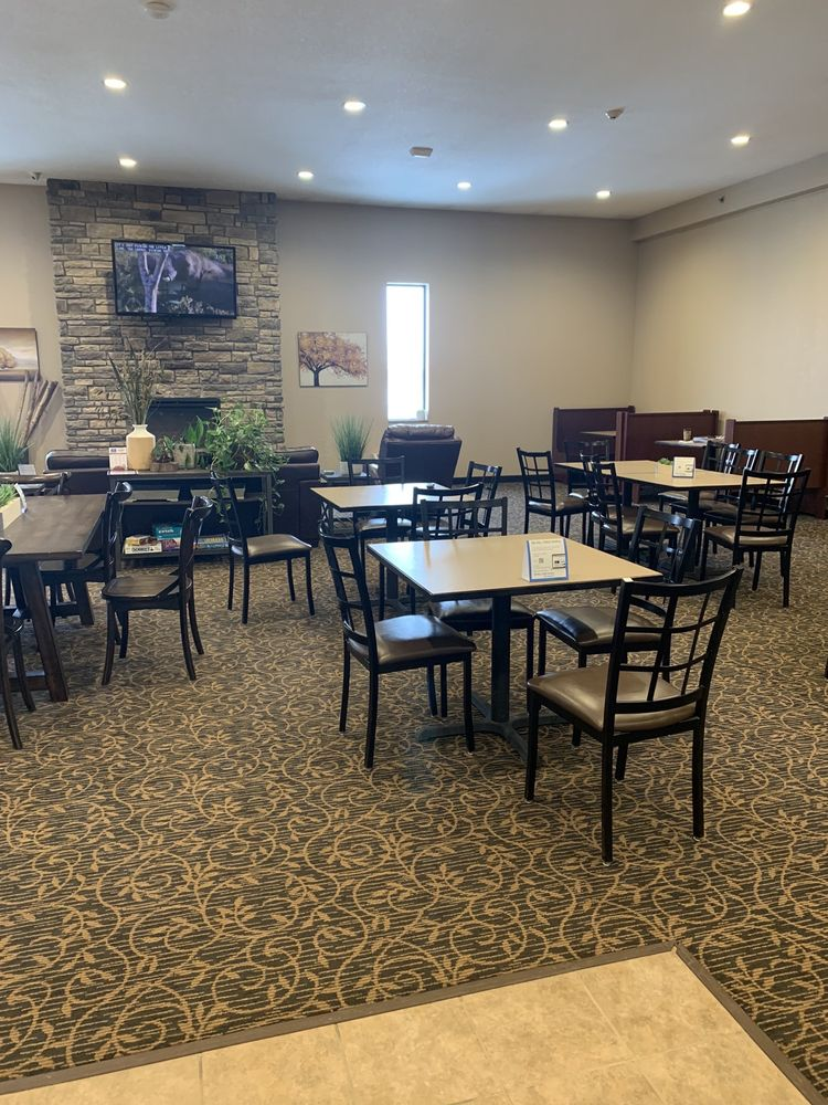 Cobblestone Inn and Suites: 2 Fall Dr, Maryville, MO