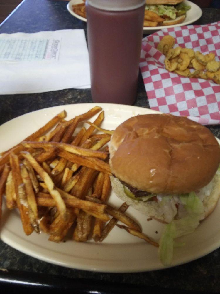 The Crooked Arrow Cafe: 208 S Main St, Seiling, OK