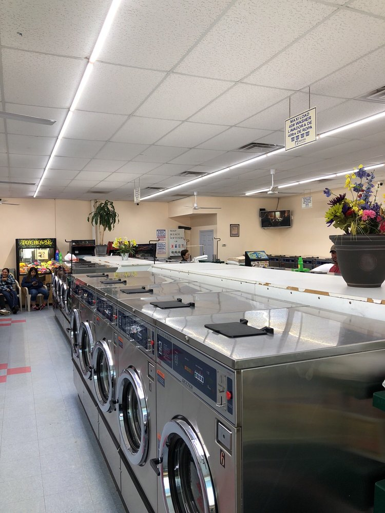 Coin Laundry: 1330 Peachtree Industrial Blvd, Sugar Hill, GA