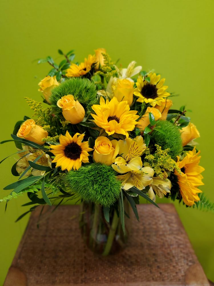 Charles The Florist: 219 E College Ave, Appleton, WI