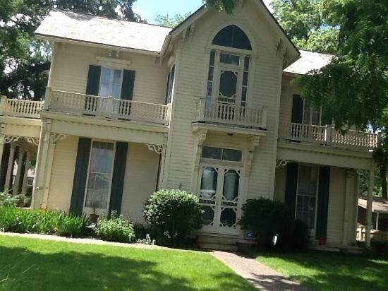 Jordan House Museum: 2001 Fuller Rd, West Des Moines, IA