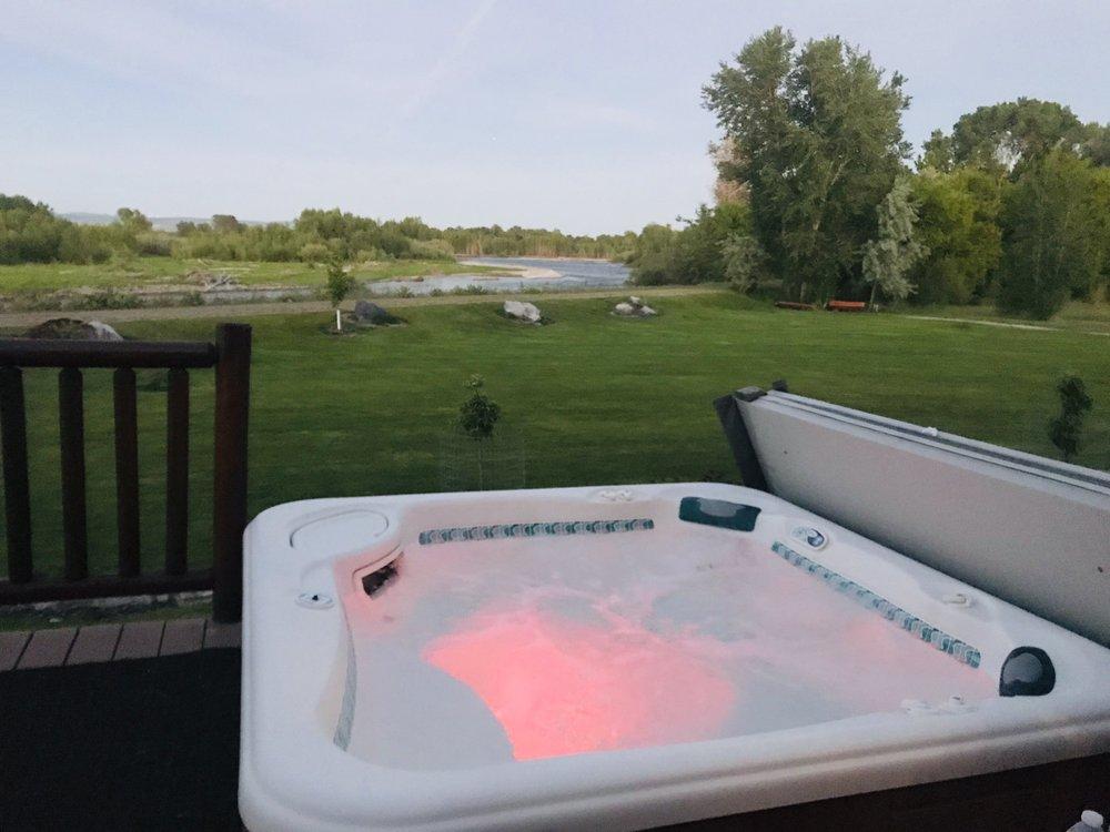 Blue Heron Inn: 706 N Yellowstone Hwy, Rigby, ID