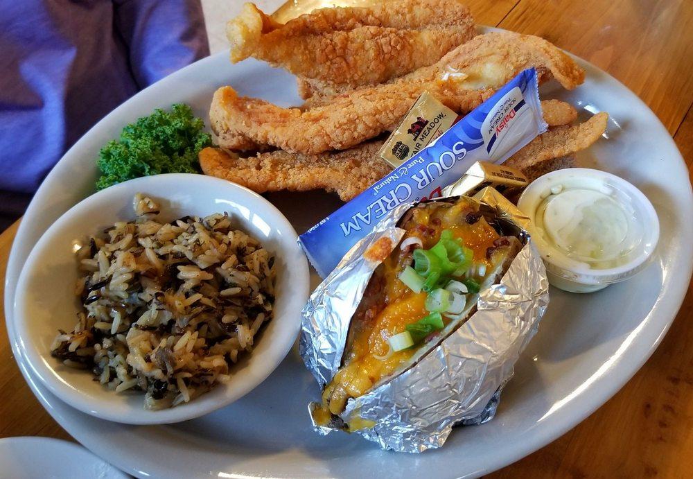 Catfish Lake Restaurant and Lounge: 16609 Clay St, Bellevue, NE