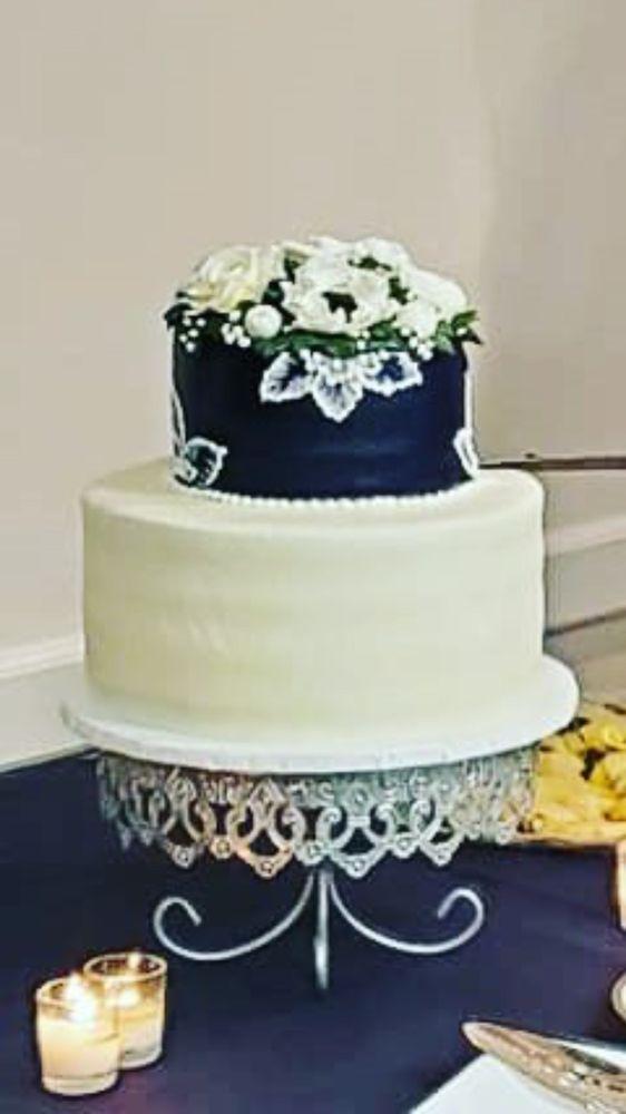 Aggie Mae's Bakery: 914 Charlevoix Dr, Grand Ledge, MI