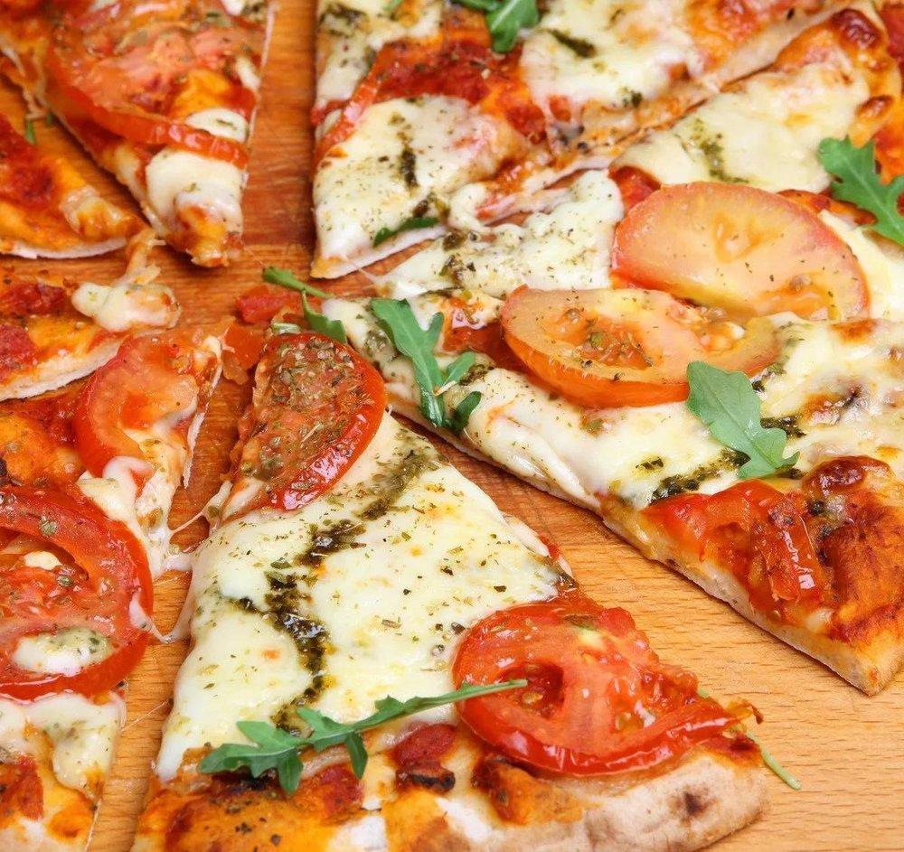 Ala Roma Pizzeria & Pub: 171 N Pioneer Rd, Fond Du Lac, WI