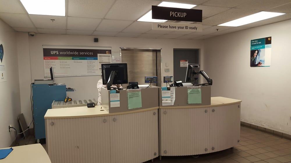 Charming Photo Of UPS Customer Center   Springfield, VA, United States. Customer Service  Desk