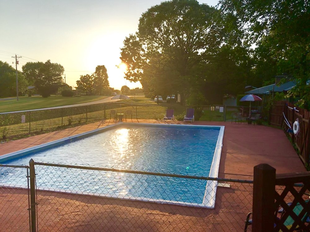 Oak Hill Courts & RV Park: 21778 State Hwy 112, Cassville, MO