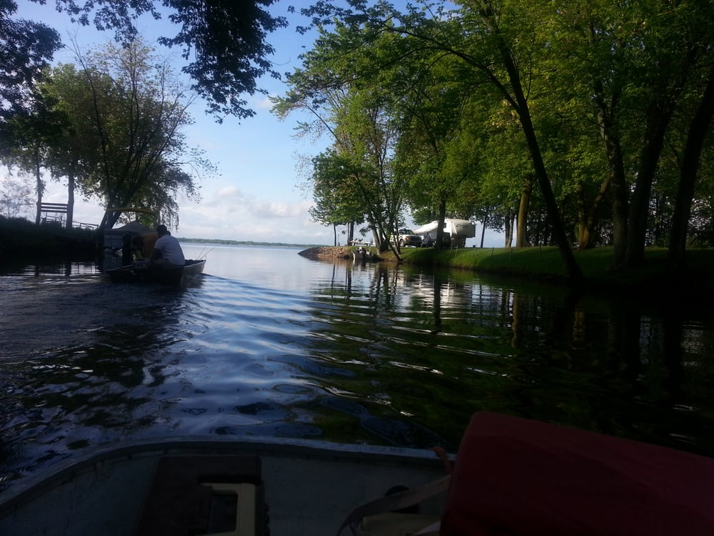 Blue Top Resort & Campground: 1460 Wolf River Dr, Fremont, WI
