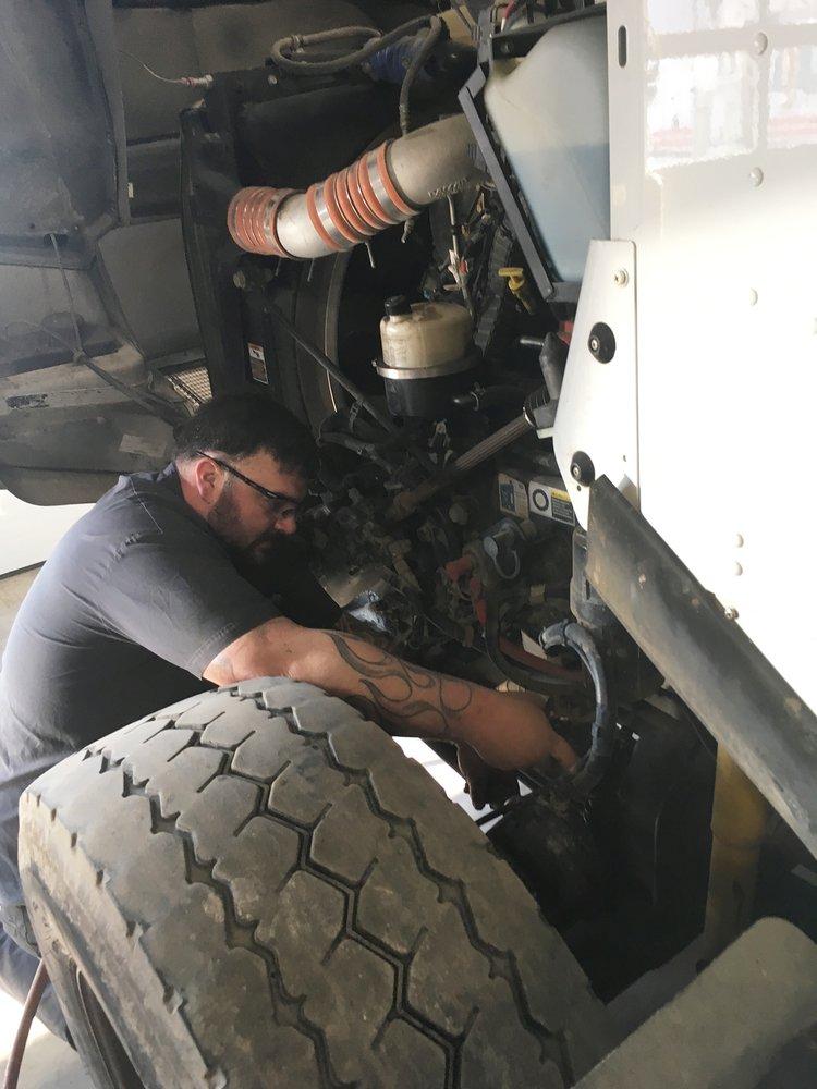 Bauer Built Tire & Service: 5301 Al Haynes Dr, Sioux City, IA