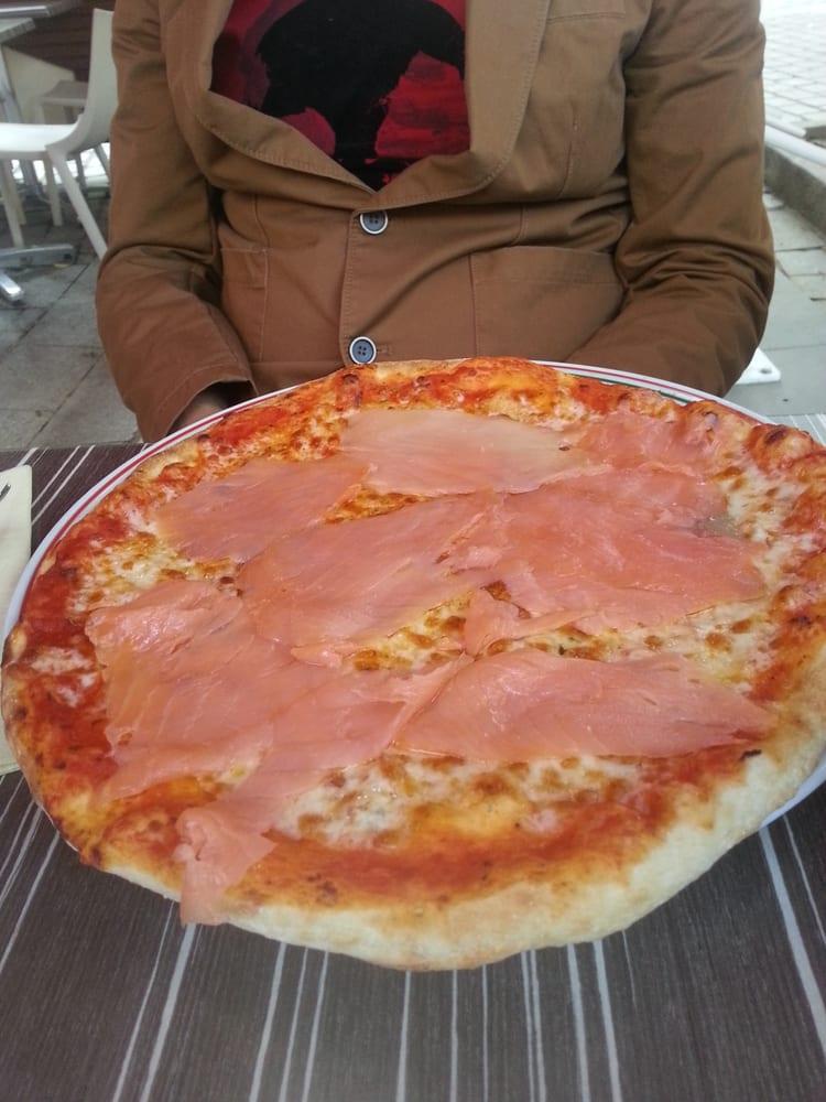 pizza paparotti 2 26 photos italien 12 place jacques madaule issy les moulineaux hauts. Black Bedroom Furniture Sets. Home Design Ideas