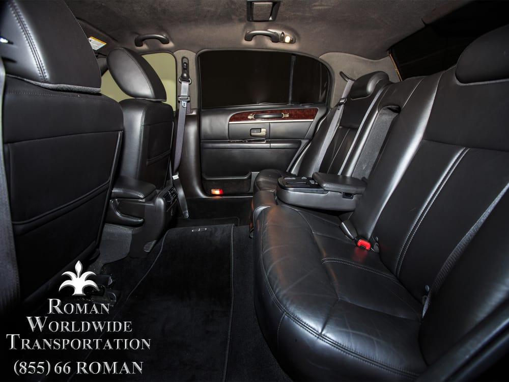 3 passenger executive l lincoln town car sedan spacious interior rear extended leg room for. Black Bedroom Furniture Sets. Home Design Ideas