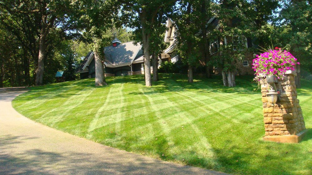 Smitty's Lawn & Landscape: 2305 2nd Ave N, Fort Dodge, IA