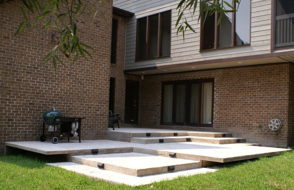 Contemporary multi level cantilevered concrete deck with for Design couchtisch multilevel l