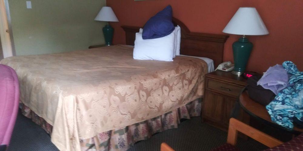 Executive Inn: 2200 W Wyatt Earp Blvd, Dodge City, KS