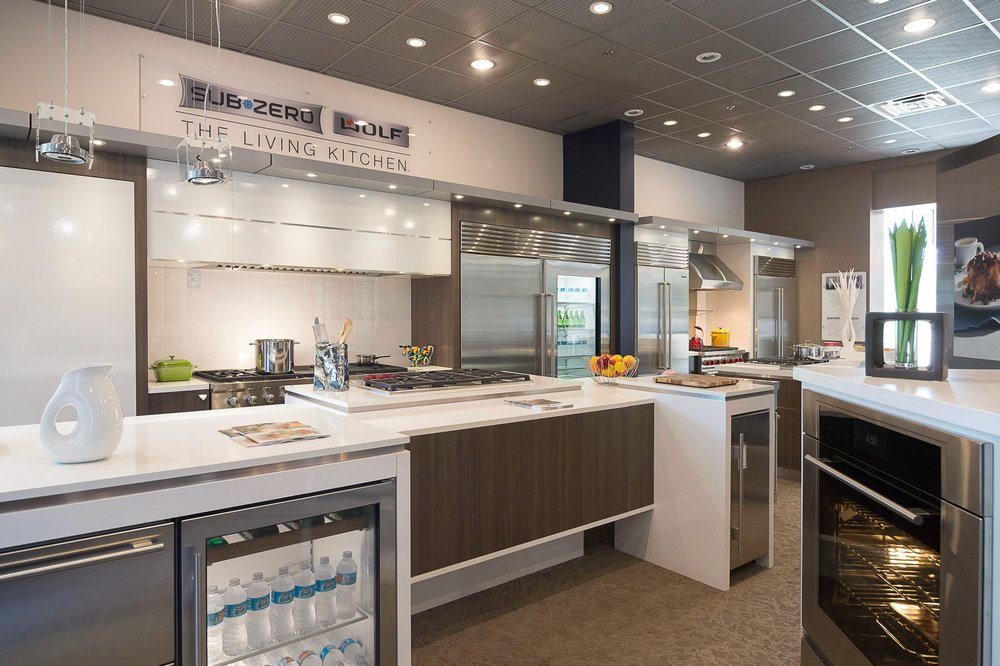 Beau Universal Appliance And Kitchen Center Showroom In Calabasas ...
