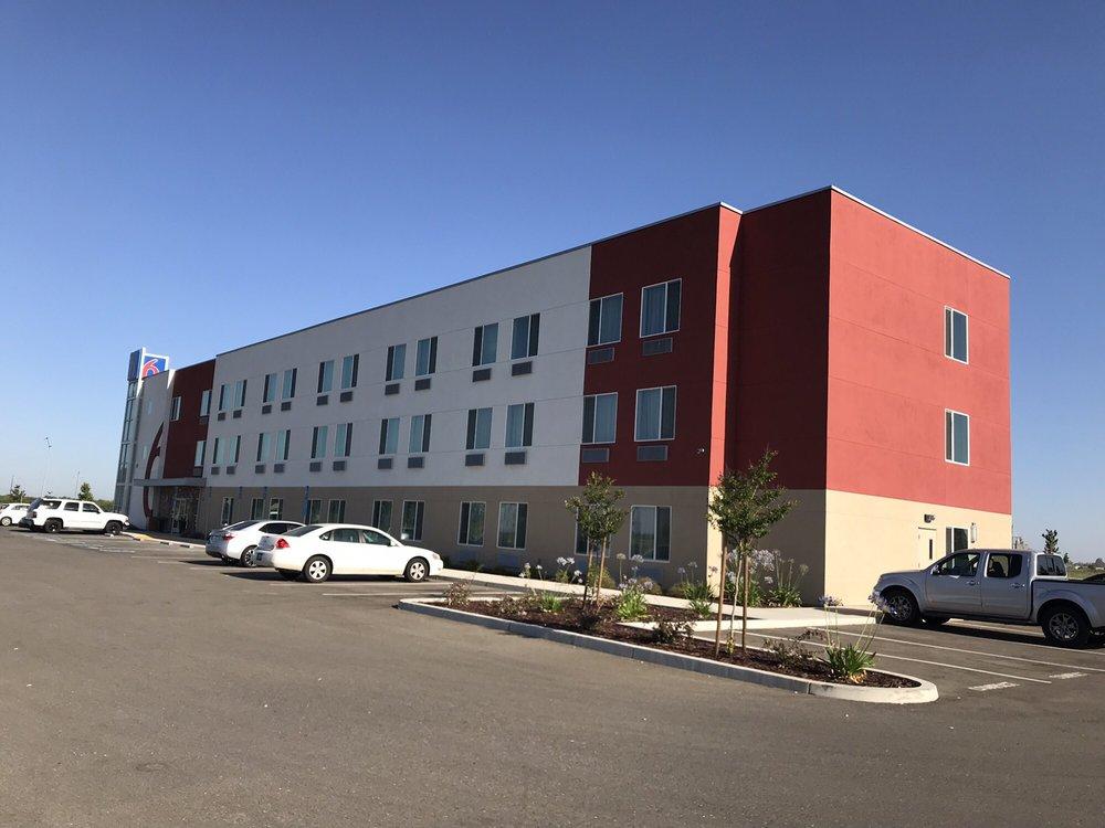 Motel 6 Livingston: 110 Del Rio Ave, Livingston, CA