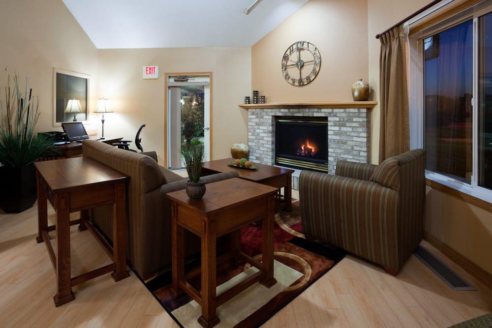 GrandStay® Hotel & Suites Cambridge: 300 S Garfield St, Cambridge, MN