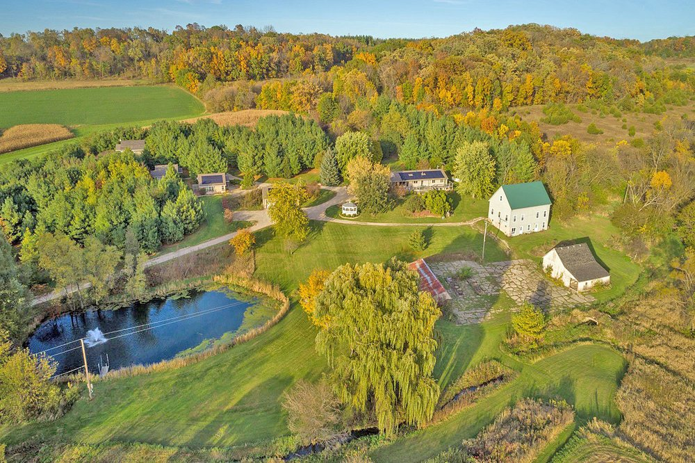 Hawk Valley Retreat & Cottages: 2752 W Cording Rd, Galena, IL