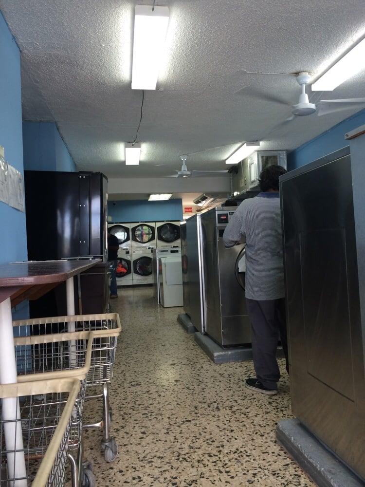 Caribbean Loundromat: Edificio KK-55, Rio Grande, PR