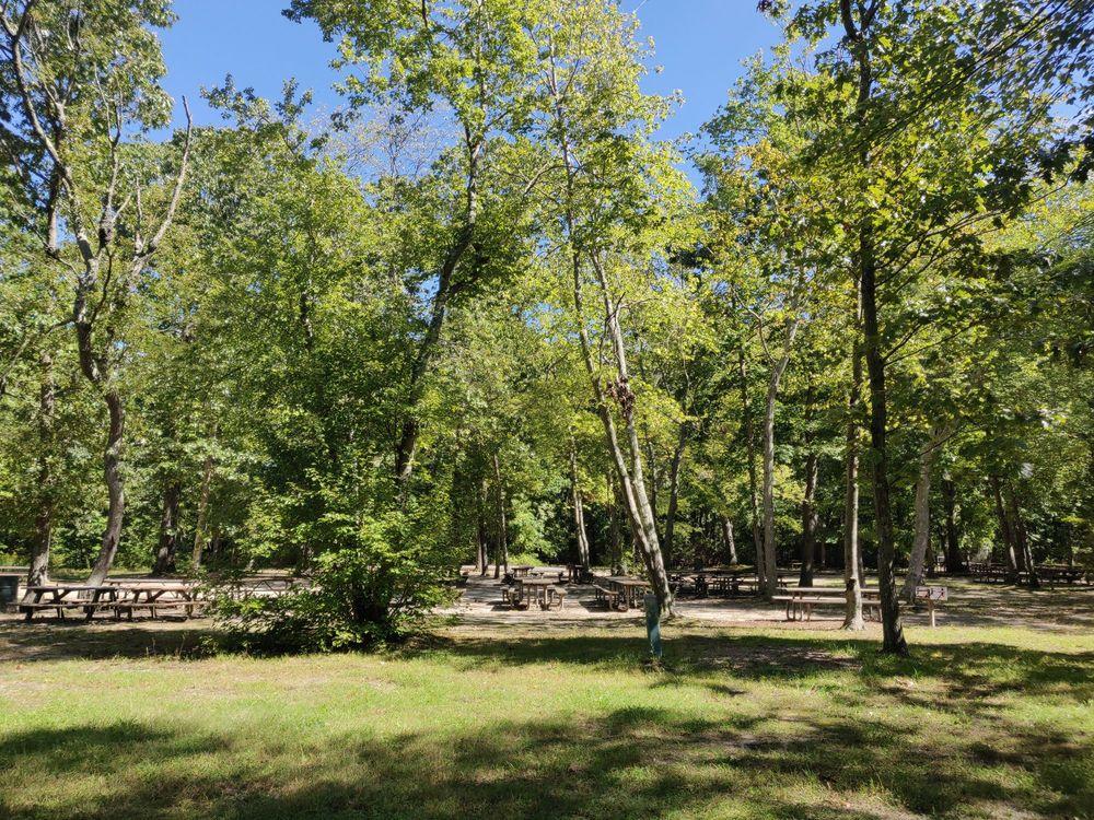 Hidden Pond Park: 660 Terry Rd, Hauppauge, NY